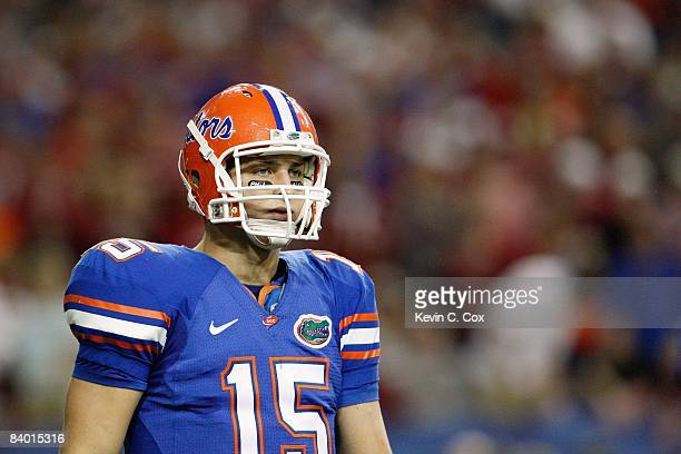 Quarterback Tim Tebow of the Florida Gators looks downfield against the Alabama Crimson Tide during the SEC Championship on December 6, 2008 at the...