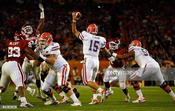 Quarterback Tim Tebow of the Florida Gators passes the ball against the Oklahoma Sooners during the FedEx BCS National Championship Game at Dolphin...