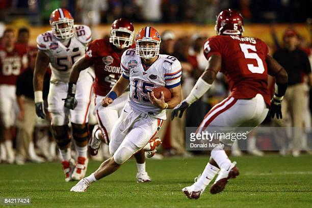 Quarterback Tim Tebow of the Florida Gators runs with the ball against the Oklahoma Sooners in the FedEx BCS National Championship Game at Dolphin...