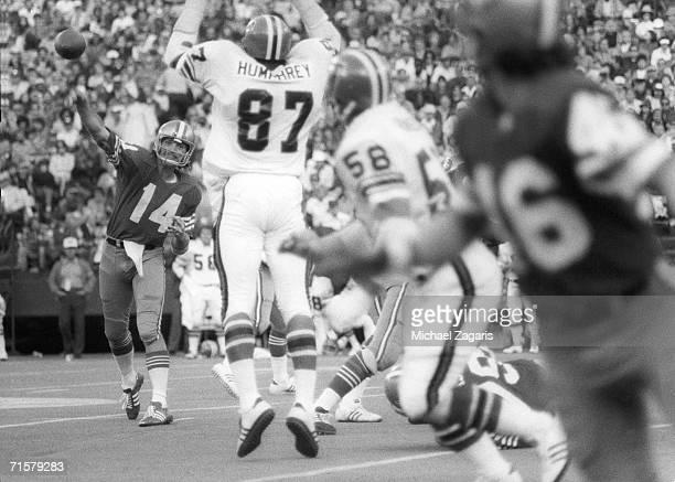 Quarterback Tom Owen of the San Francisco 49ers passes against the Atlanta Falcons at Candlestick Park on November 24 1974 in San Francisco...