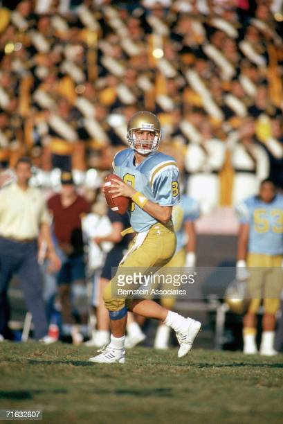 Quarterback Tommy Maddox of the UCLA Bruins drops back to pass during the game against the USC Trojans at the Rose Bowl on November 17, 1990 in...