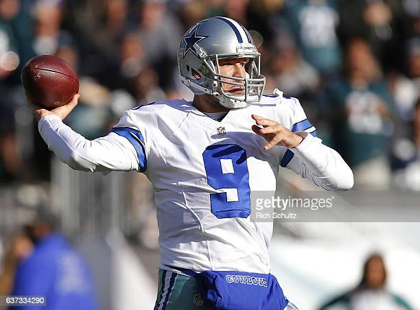 Quarterback Tony Romo of the Dallas Cowboys attempts a pass against the Philadelphia Eagles during the second quarter of a game at Lincoln Financial...