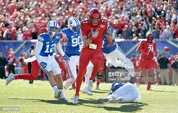 Quarterback Travis Wilson of the Utah Utes runs with the ball for a touchdown agianst the Brigham Young Cougars during the Royal Purple Las Vegas...