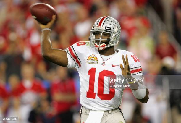 Quarterback Troy Smith of the Ohio State Buckeyes attempts a pass against the Florida Gators during the 2007 Tostitos BCS National Championship Game...