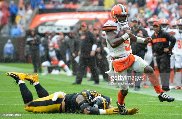 Quarterback Tyrod Taylor of the Cleveland Browns breaks the tackle of defensive end Tyson Alualu of the Pittsburgh Steelers in the third quarter of a...