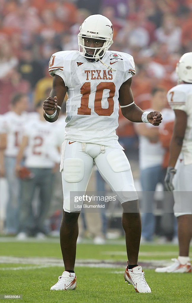 Quarterback Vince Young #10 of the Texas Longhorns dances during warmups before the start of the BCS National Championship Rose Bowl Game against the USC Trojans at the Rose Bowl on January 4, 2006 in Pasadena, California. Texas defeated USC