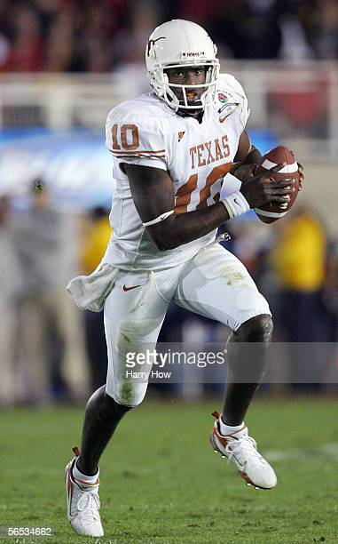 Quarterback Vince Young of the Texas Longhorns runs with the ball in the first half of the BCS National Championship Rose Bowl Game against the USC...