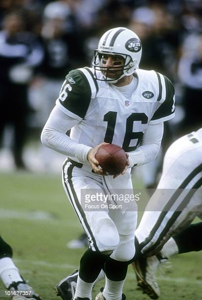 Quarterback Vinny Testaverde of the New York Jets in action against the Oakland Raiders circa 2002 during an NFL football game at the Oakland...