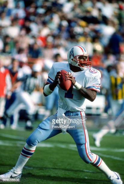 Quarterback Warren Moon of the Houston Oilers drops back to pass during an NFL football game circa 1984 Moon played for the Oilers from 198493
