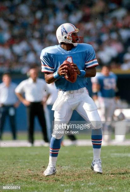 Quarterback Warren Moon of the Houston Oilers drops back to pass against the Cleveland Browns during an NFL football game October 29 1989 at...