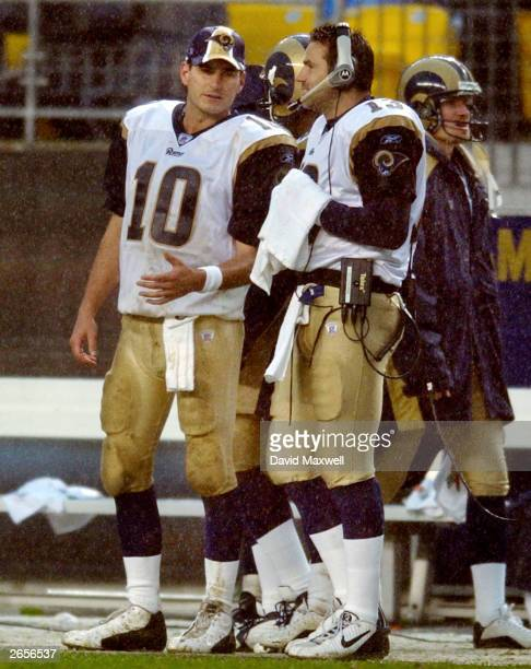 Quarterbacks Marc Bulger and Kurt Warner of the St Louis Rams talk on the sidelines during the fourth quarter against the Pittsburgh Steelers on...