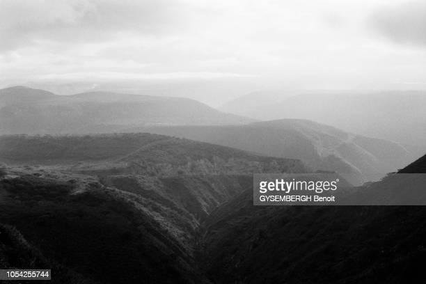 Équateur Amérique du Sud 1989 Pendant six mois le photographe Benoît Gysembergh a traqué à travers continents et océans la ligne imaginaire qui...