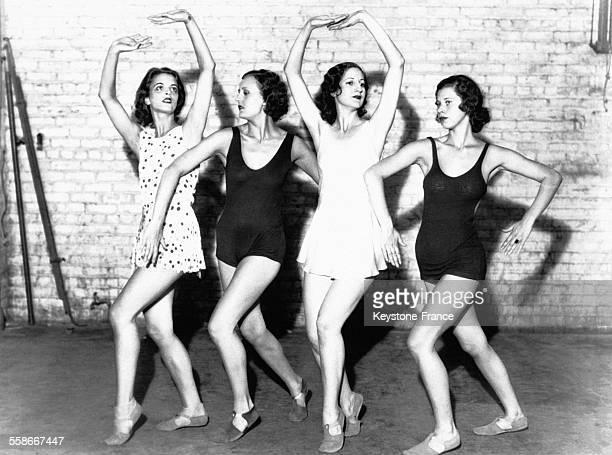Quatre danseuses américaines sélectionnées par Miss Rash afin de constituer un baller entièrement américain circa 1930 à New York City NY