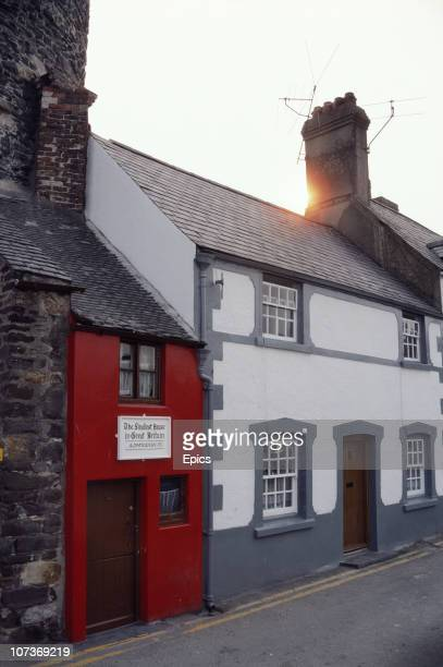 Quay House the smallest house In Great Britain Conwy Wales June 1982 The 305 metre by 18 metre structure was used as a residence from the 16th...