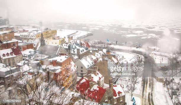 quebec city in the winter time. - québec stock-fotos und bilder