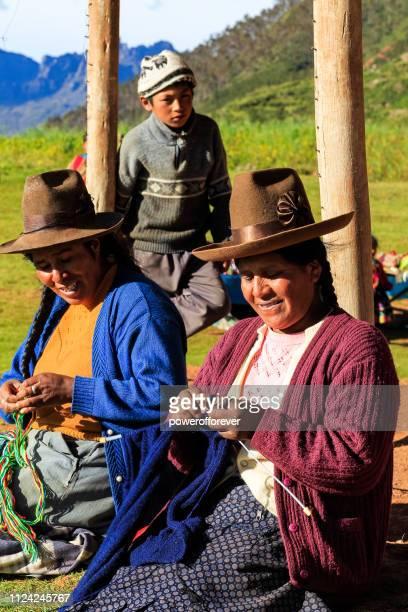 Quechua-Frauen stricken im Heiligen Tal der Inkas in Peru