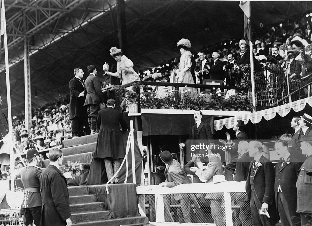 Queen Alexandra (1844 - 1925) presenting Italian athlete Dorando Pietri with a special Gold Cup after he was disqualified from the Marathon at the 1908 London Olympics for being helped over the line, despite finishing first, 24th July 1908. The Gold Medal went to John Hayes of the USA.