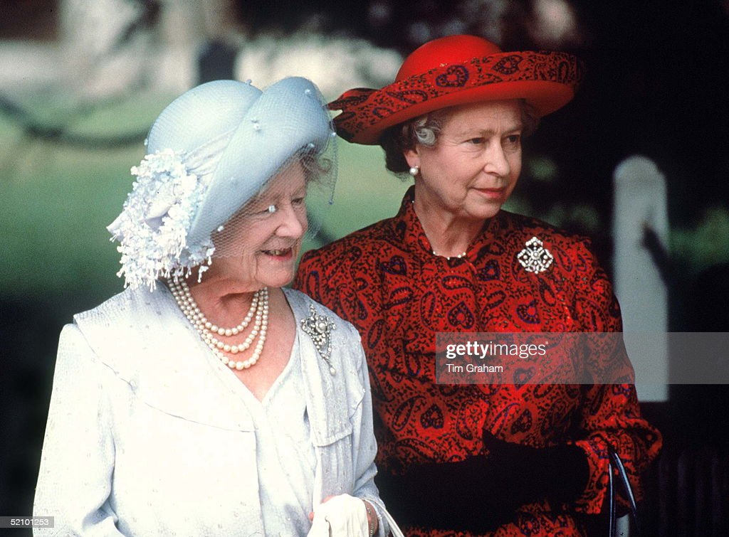 Queen And Queen Mother : News Photo