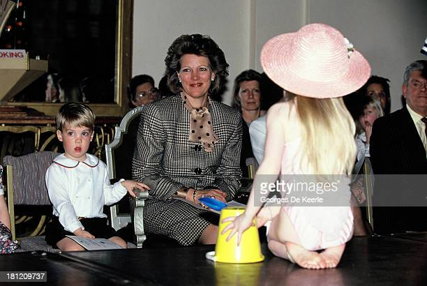 Queen AnneMarie Of Greece with her son Prince Philippos of Greece and Elizabeth Jagger daughter of Mick Jagger and Jerry Hall in 1990 ca in London...