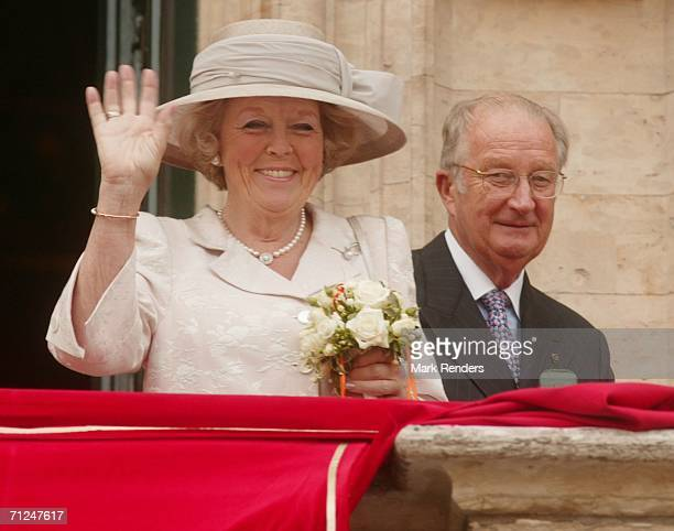 Queen Beatrix and King Albert pose at the Brussels Townhall as part of the three-day during visit of Queen Beatrix on June 20, 2006 in Brussels,...