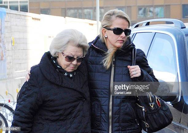 Queen Beatrix arrives at Innsbruck hospital with Mabel Wisse Smit the wife of Prince Johan Friso on February 19 2012 in Innsbruck Austria Dutch...
