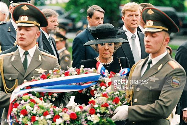 Queen Beatrix of the Netherlands attends a wreath laying ceremony at the Tomb of the Unknown Soldier June 5, 2001 near the Kremlin wall in Moscow....