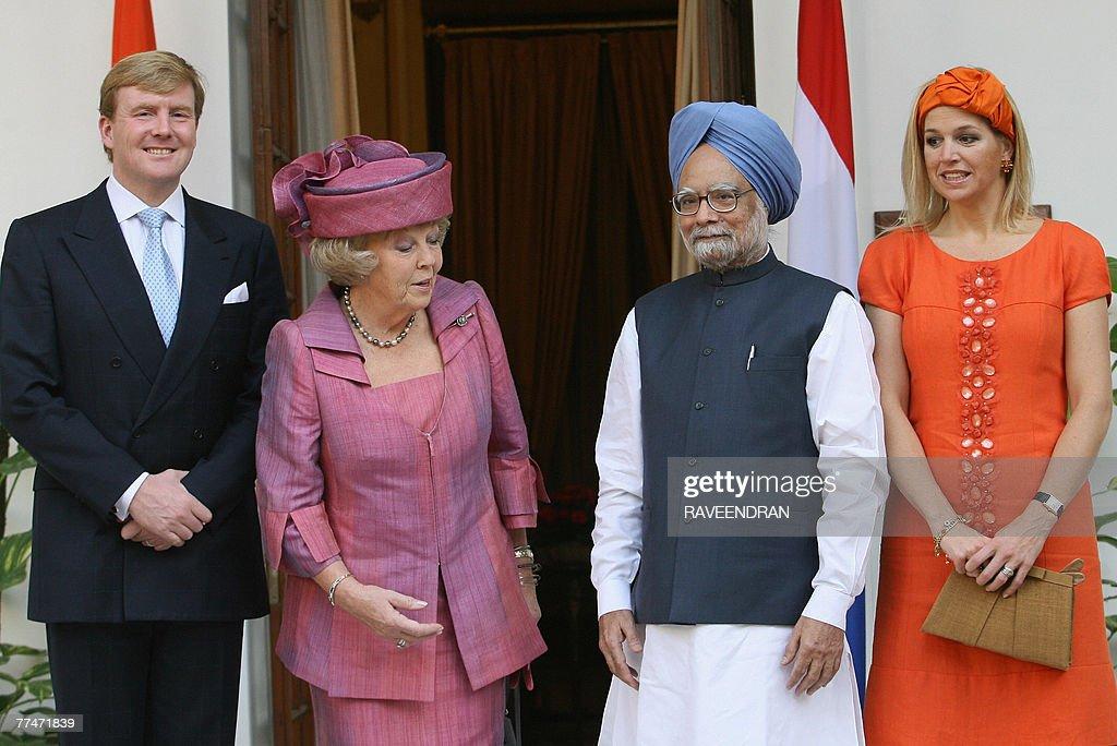 Queen Beatrix of The Netherlands (2L), I : ニュース写真