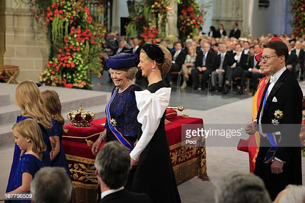 Queen Beatrix of The Netherlands stands with her granddaughters Princess Alexia Princess Catharina Amalia and Princess Ariane during the inauguration...
