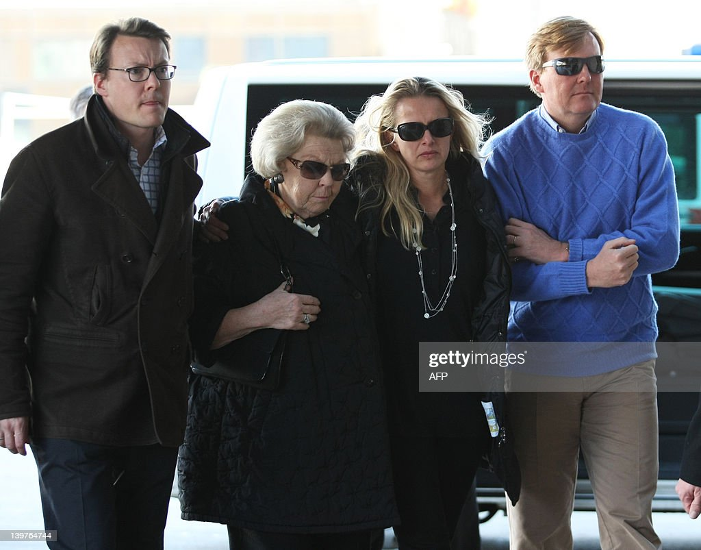 Queen Beatrix of the Netherlands (2nd L) walks alongside Prince Johan Friso's wife Princess Mabel (C), Prince Willem-Alexander (R), and Prince Constantijn (L), as they arrive on February 24, 2012, at the University Hospital in Innsbruck, to visit Prince Johan Friso, son of Dutch Queen Beatrix, who was seriously injured in an avalanche while skiing on February 17. Dutch Prince Johan Friso, the second son of Queen Beatrix, might never regain consciousness following a serious avalanche accident in Austria, his doctors announced today. AFP PHOTO / Pierre Teyssot