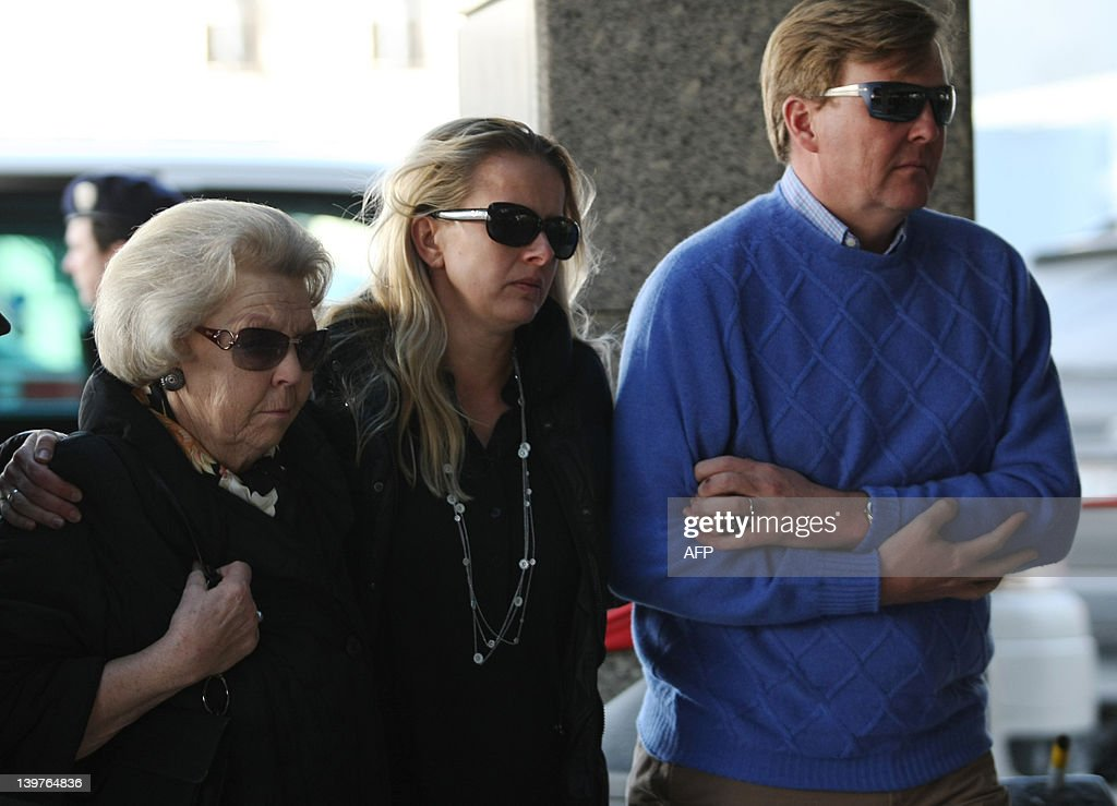 Queen Beatrix of the Netherlands (L) walks alongside Prince Johan Friso's wife Princess Mabel (C) and Prince Willem-Alexander (R), as they arrive on February 24, 2012, at the University Hospital in Innsbruck, to visit Prince Johan Friso, son of Dutch Queen Beatrix, who was seriously injured in an avalanche while skiing on February 17. Dutch Prince Johan Friso, the second son of Queen Beatrix, might never regain consciousness following a serious avalanche accident in Austria, his doctors announced today. AFP PHOTO / Pierre Teyssot