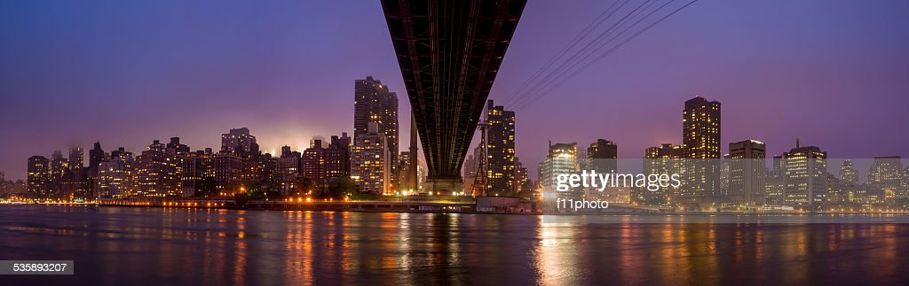 Queen Bridge, New York skyline : Bildbanksbilder
