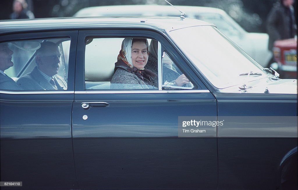 Queen Driving : News Photo
