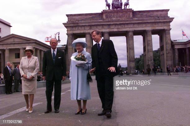 Queen Elisabeth 2. Weiht die neue Botschaft Great Britain in Berlin ein mit Eberhard Diepgen Prinz Philip und Monika am Brandenburger Tor