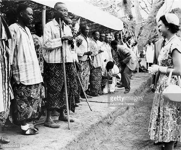 Queen Elisabeth In Front Of A Leprosy At Oji River Settlement In 1956.