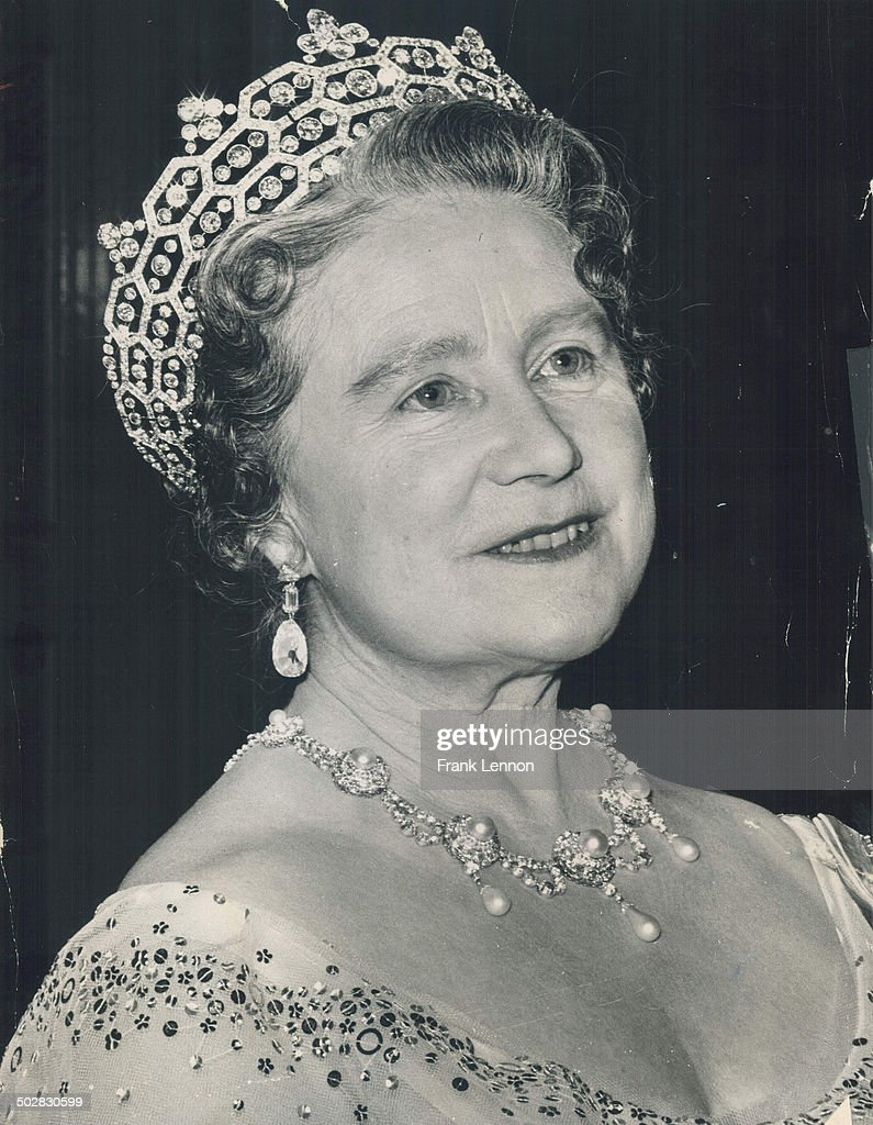 Queen Elizabeth: Because of IRA threats; Queen Mom now has her picture taken at home. : News Photo