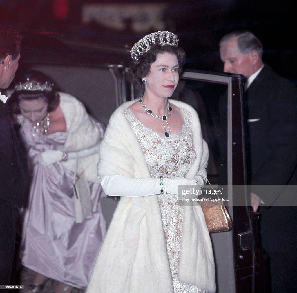 Queen Elizabeth II Attends A Film Premiere : News Photo