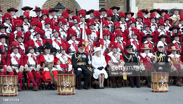 Queen Elizabeth Ii And A Company Of Pikemen And Musketeers Of The Honourable Artillery Company At Armoury House In Central London