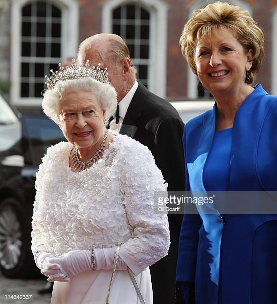 Queen Elizabeth II and arrives to attend a State Banquet in Dublin Castle with Irish President Mary McAleese on May 18, 2011 in Dublin, Ireland. The...