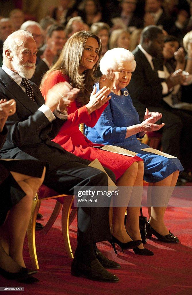 Queen Elizabeth II Hosts Dramatic Arts Reception At Buckingham Palace : News Photo