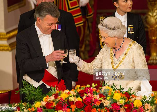 Queen Elizabeth II and Colombia's president Juan Manuel Santos attend a State Banquet at Buckingham Palace on November 1 in London, England. The...