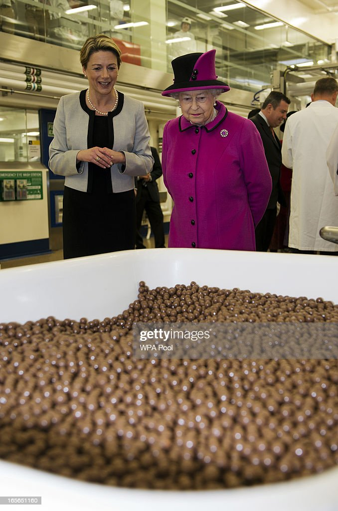 Queen Elizabeth II Visits Mars Chocolate : News Photo