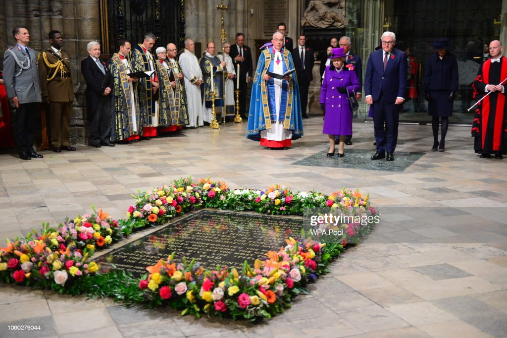 The Queen Attends A Service At Westminster Abbey Marking The Centenary Of WW1 Armistice : News Photo