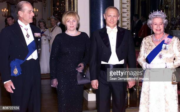 Queen Elizabeth II and her husband the Duke of Edinburgh stand alongside Russia s President Putin and his wife Lyudmila before a state banquet at...