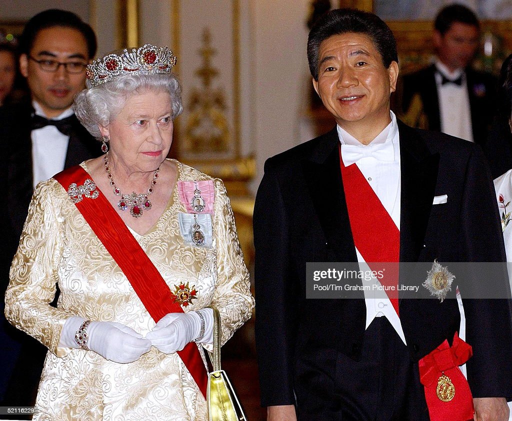 Queen And President Of Korea : News Photo
