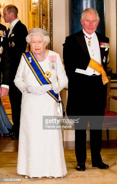 Queen Elizabeth II and Prince Charles Prince of Wales during the state banquet in Buckingham palace on October 23 2018 in London United Kingdom King...