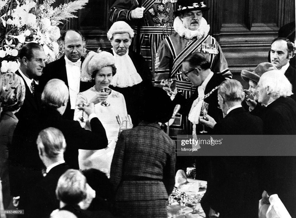 Queen Elizabeth II and Prince Philip celebrate their silver wedding anniversary by being toasted at the Guildhall in Lon : News Photo