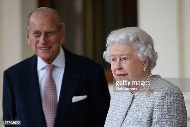 Queen Elizabeth II and Prince Philip, Duke of Edinburgh bid farewell to Singapore's President Tony Tan Keng Yam and his wife Mary at Buckingham...