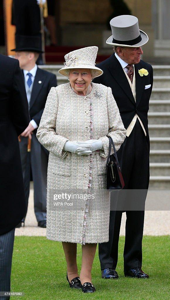 Queen Elizabeth II Hosts Garden Party at Buckingham Palace : News Photo
