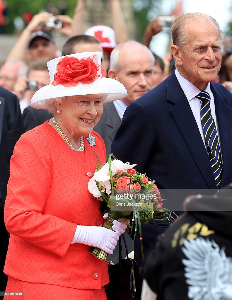 Queen Elizabeth II Visits Canada - Day 4 : News Photo