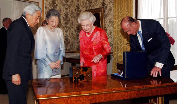Empress Michiko Queen Elizabeth
